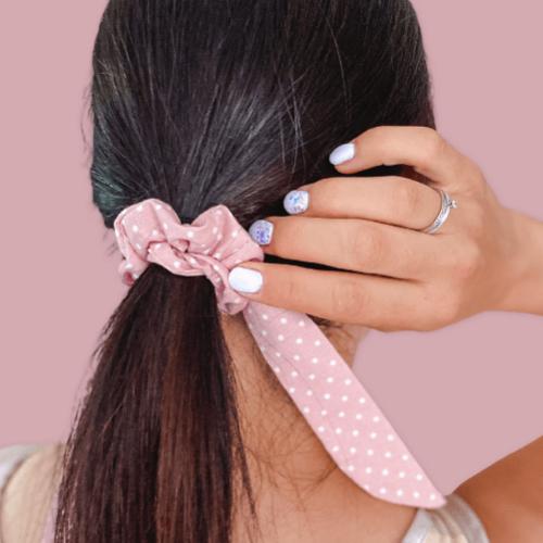 BrightMe Scrunchie hajgumi  - fáradt rózsaszín pöttyös
