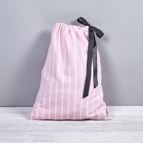 rózsaszín-fehér csíkos fehérnemű zsák